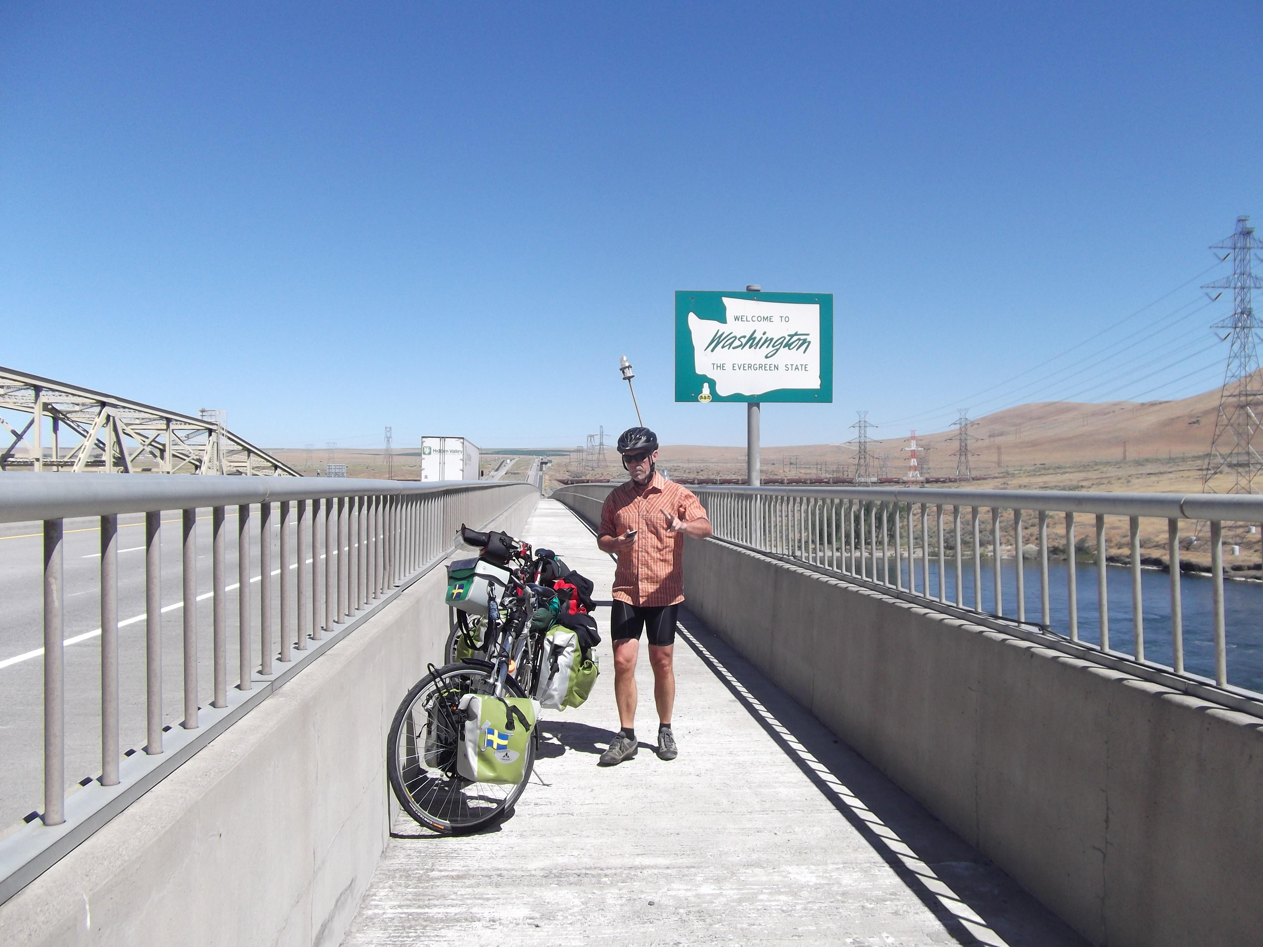 På väg över bron till Umatilla. Gräns mellan Washington och Oregon